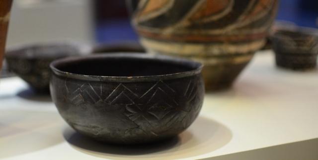 Minoan Black Pot